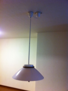 引っ張る照明1