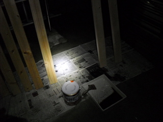 深夜の塗装中